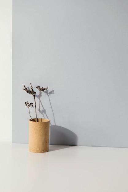 Plante Minimale Abstraite Dans Un Espace De Copie De Vase Photo gratuit