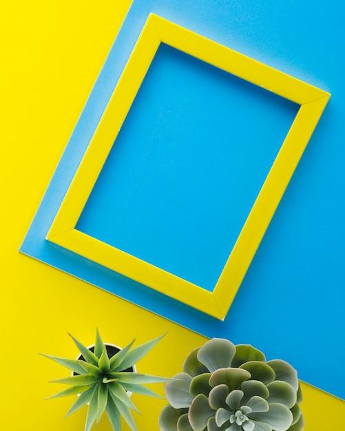 Plantes décoratives avec cadre jaune Photo gratuit