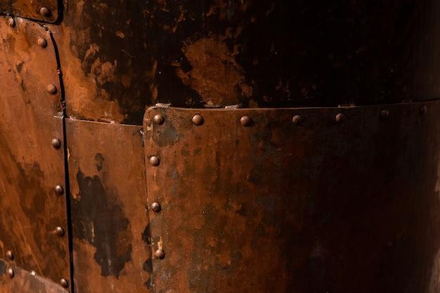 Plaques d'acier rouillé assemblées avec des rivets Photo Premium