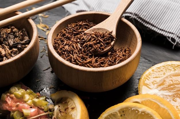 Plat asiatique avec des insectes comestibles Photo gratuit