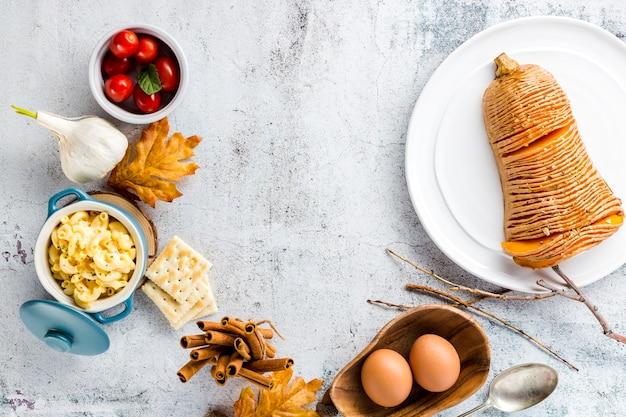 Plat automne nourriture avec espace de copie Photo gratuit