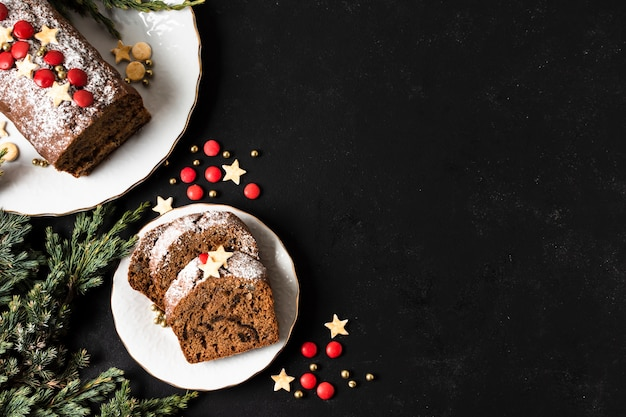 Plat lay délicieux gâteau pour la fête de noël avec espace de copie Photo gratuit