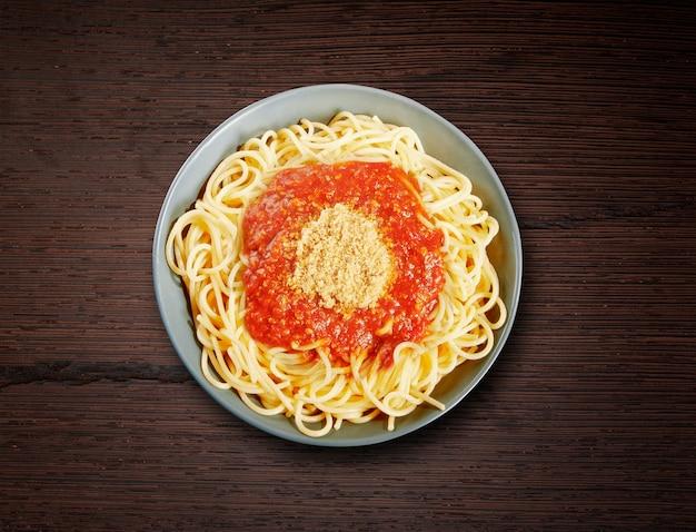 Plat de spaghettis à la bolognaise Photo Premium