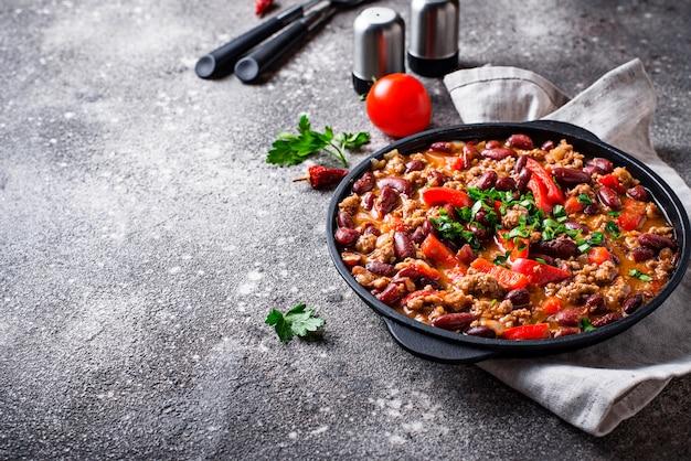 Plat traditionnel mexicain au chili con carne Photo Premium