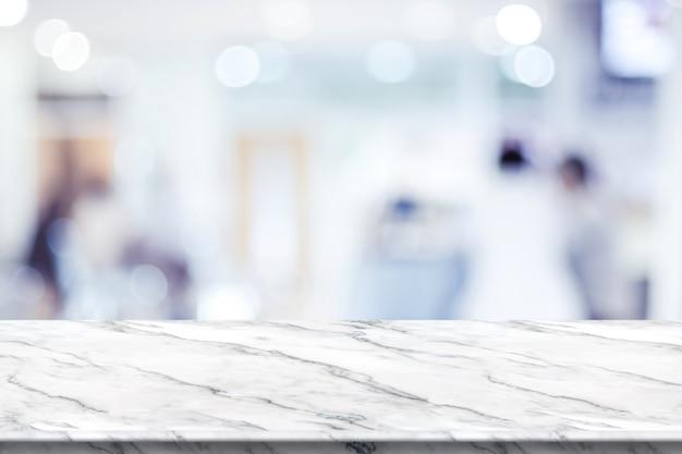 Plateau De Table En Marbre Blanc Vide Avec Flou Patient En Attente De Médecin à L'hôpital Avec Lumière Bokeh à L'arrière-plan Photo Premium