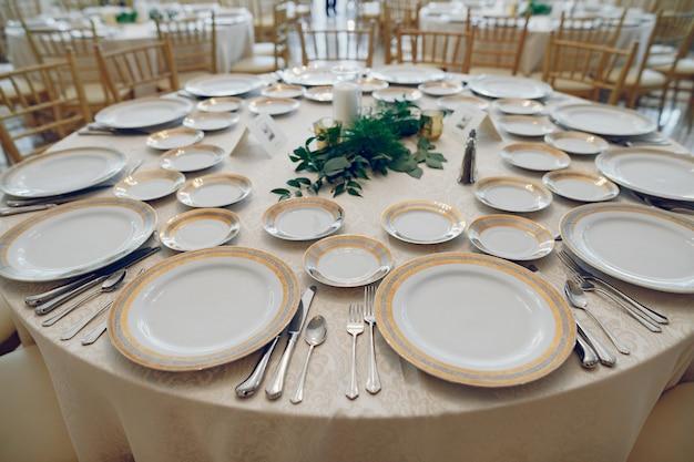 Plats de mariage élégant Photo gratuit