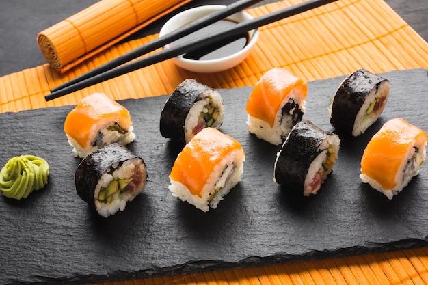 Plats de sushi vue du dessus Photo gratuit