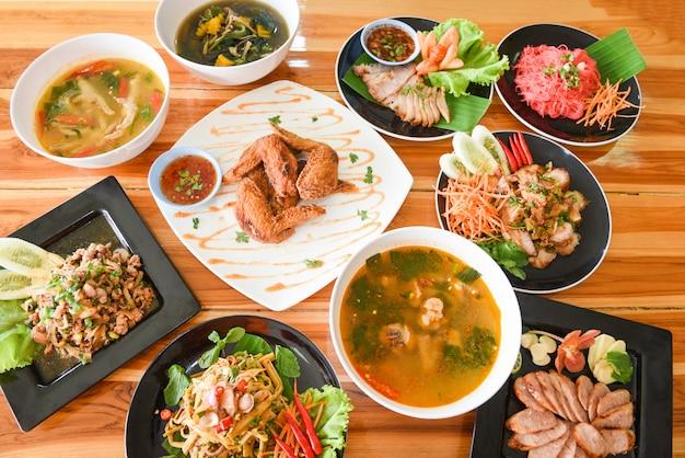 Plats de table servis sur assiette tradition northeast food isaan Photo Premium