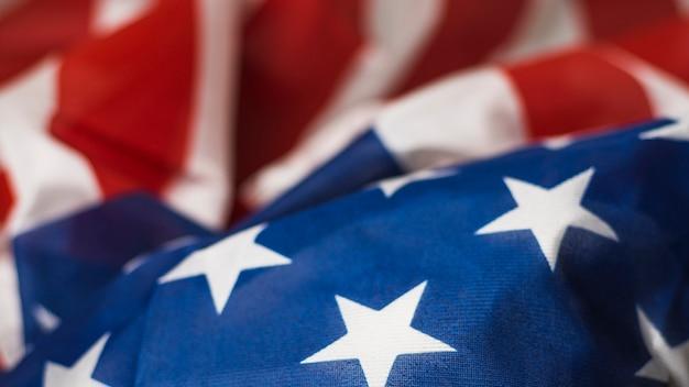 Plein cadre de lire et drapeau usa bleu avec des étoiles et des rayures Photo gratuit