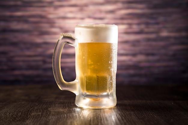 Plein pot de bière Photo gratuit