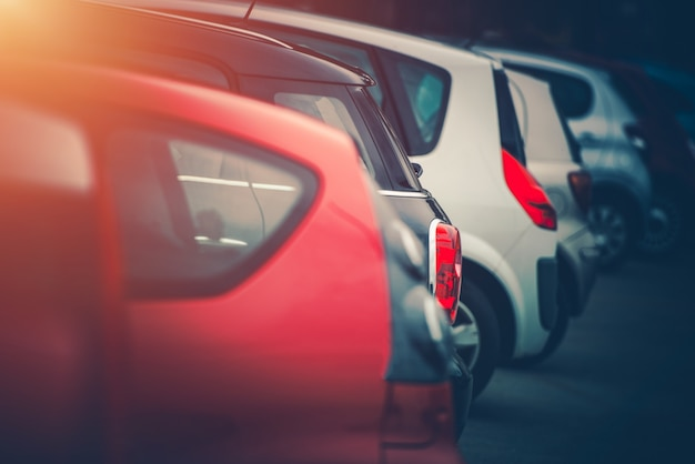 Plein De Voitures Parking Photo gratuit