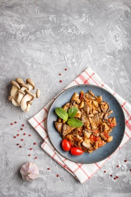 Pleurotes, tomates, gris Photo Premium