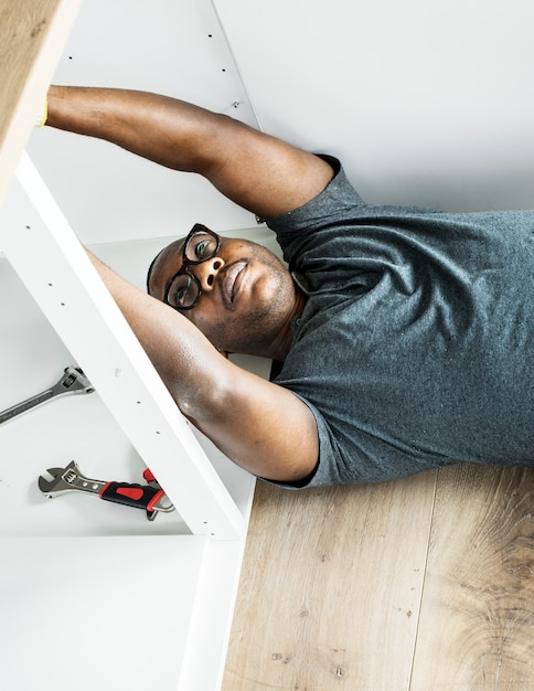 Plombier, homme, réparation, évier Photo Premium