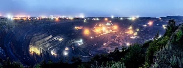La plus grande fosse à ciel ouvert d'europe Photo Premium