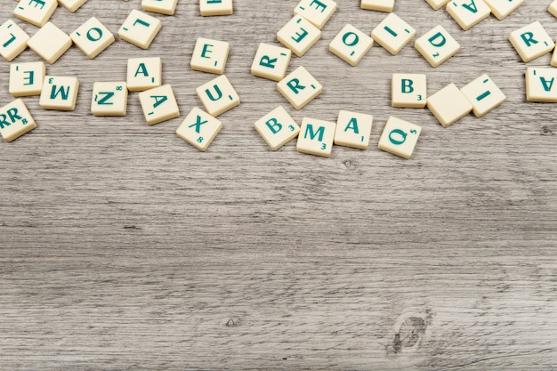 Plusieurs lettres avec de l'espace sur le fond Photo gratuit