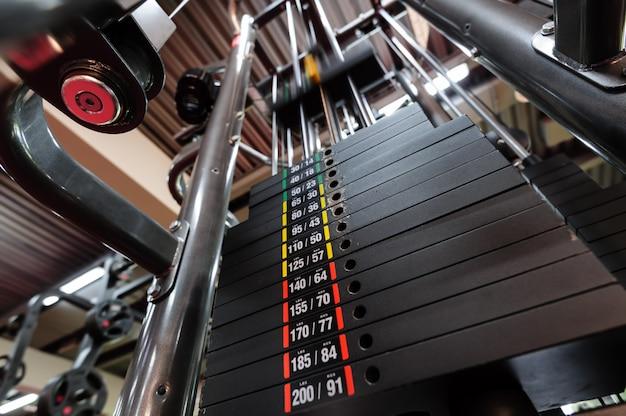 Poids dans la machine de gym Photo Premium