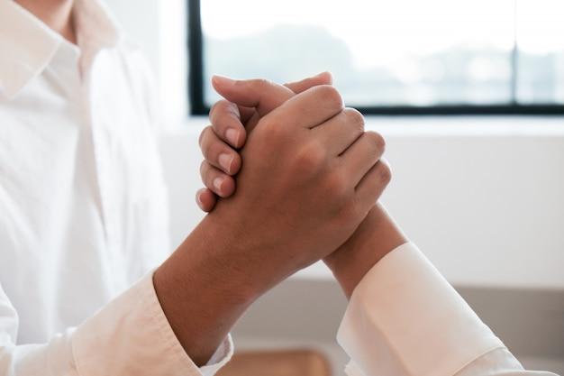 Poignée de main avocat avec le client. concept de réunion d'affaires partenariat réussi. Photo Premium