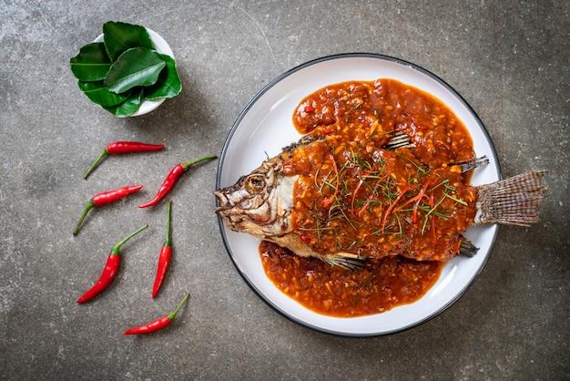 Poisson Frit Avec Sauce Chili Photo Premium