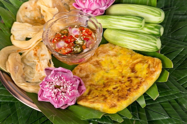 Poisson Roti Mataba (roti Fourré). Desserts Thaïlandais Photo Premium