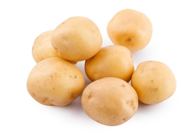 Pomme de terre jaune crue isolée Photo Premium