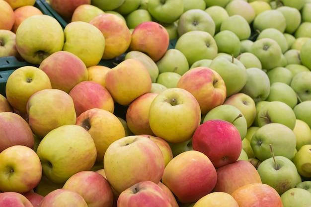 Pommes dans un supermarché Photo Premium