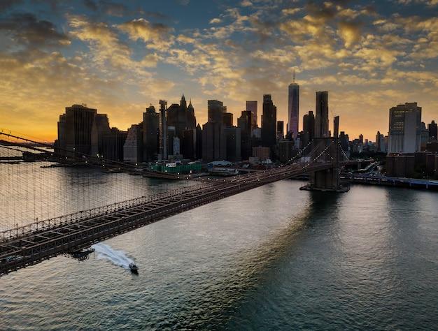 Pont De Brooklyn Et Manhattan Sur East River Au Coucher Du Soleil, New York Usa Photo Premium