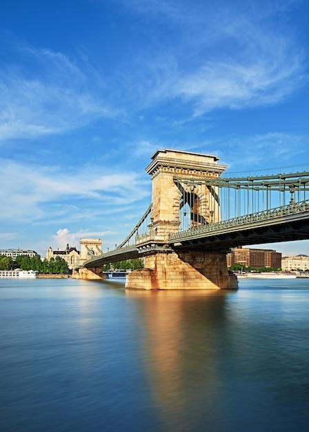Pont des chaînes à budapest, hongrie Photo Premium