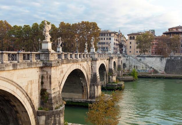 Le pont du pont saint-ange, rome Photo Premium