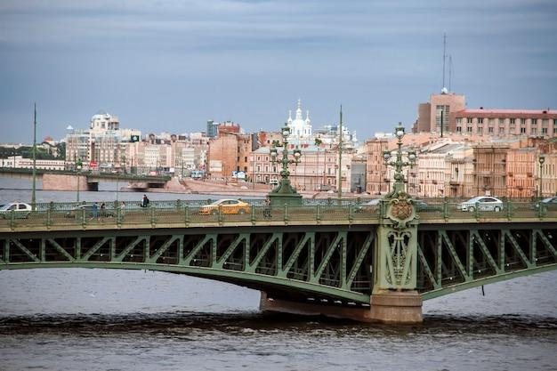Pont liteyny à saint-pétersbourg. russie Photo Premium