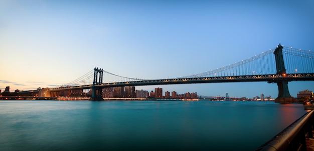Pont de manhattan au coucher du soleil Photo Premium