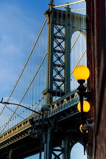 Pont de manhattan à l'ombre bleue, new york Photo Premium