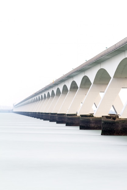 Pont sur la mer Photo Premium