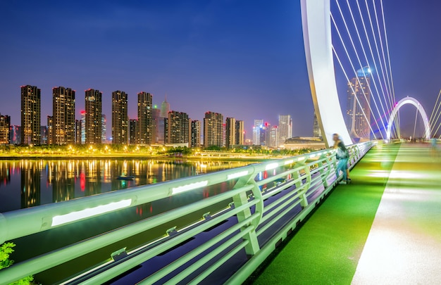 Pont moderne situé à nanjing, chine Photo Premium