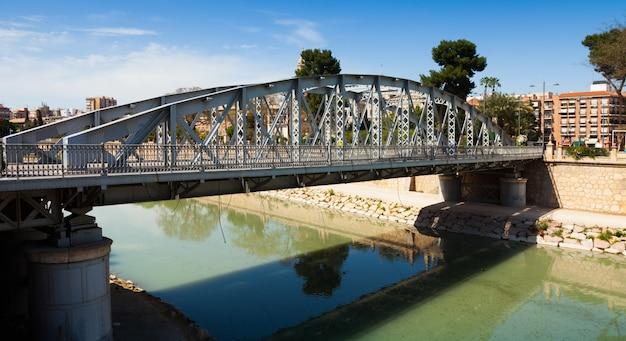 Pont sur la rivière segura appelé puente nuevo Photo gratuit