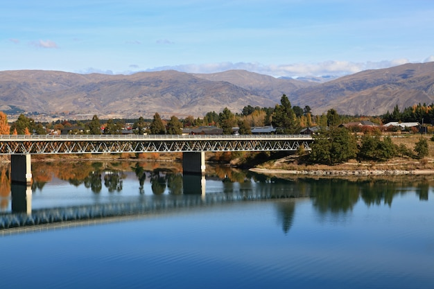 Pont routier sur le lac dstanstan Photo Premium