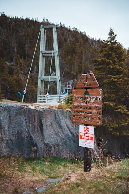 Pont Suspendu En Bois Blanc Et Marron Photo gratuit