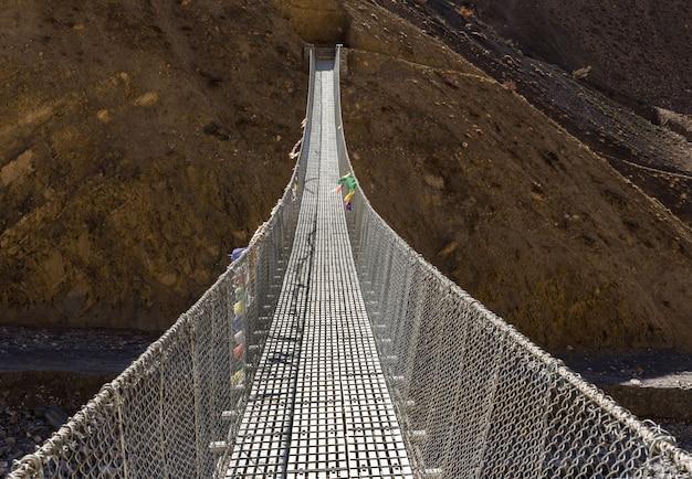 Pont suspendu de l'himalaya au népal. Photo Premium