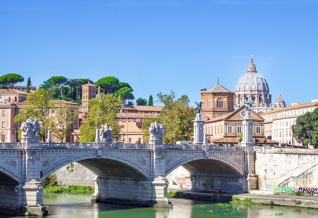 Le pont de victor emmanuel ii à rome Photo Premium