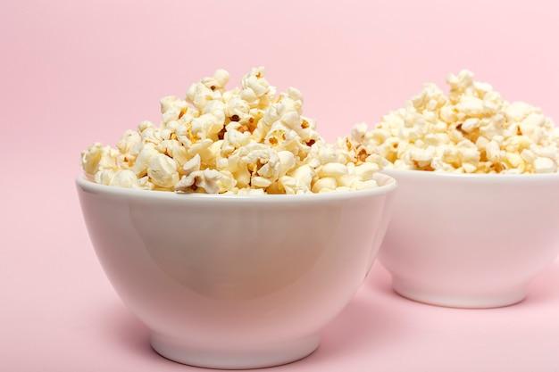 Pop-corn Sur Fond Coloré Photo Premium