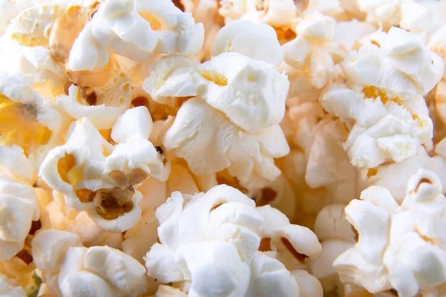 Popcorns fond. vue de dessus. fermer. macro photo de pop-corn Photo Premium