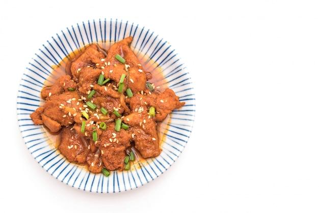 Porc frit avec sauce coréenne épicée (bulgogi) Photo Premium