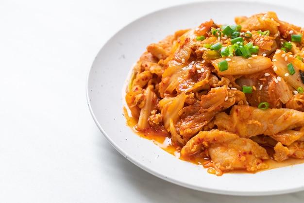 Porc sauté au kimchi Photo Premium