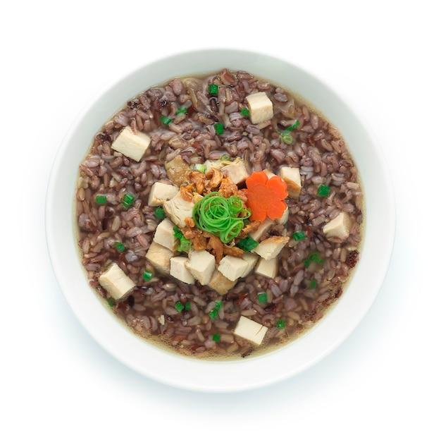 Porridge De Riz Avec Cube De Jambon De Poulet Fumé Photo Premium