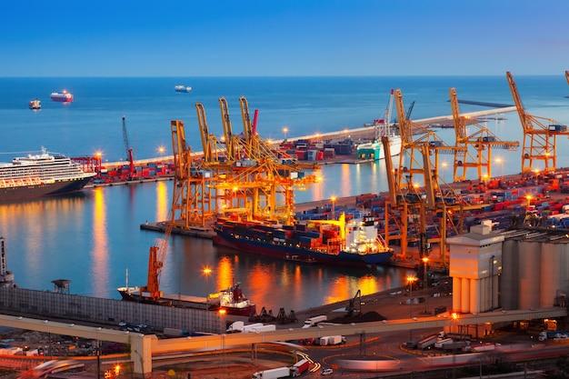Port De Barcelone Dans La Nuit Photo gratuit