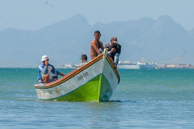 Port île De Margarita Hommes Bay Boat Pêcheurs Photo gratuit