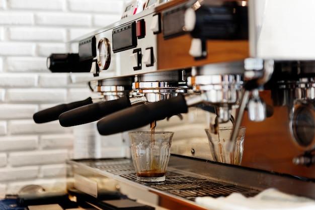 Portafilter cafe coffee restaurant préparez le concept de machine Photo gratuit