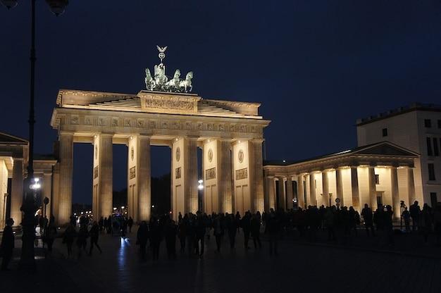 Porte de brandebourg à berlin monument nuit romantique Photo gratuit