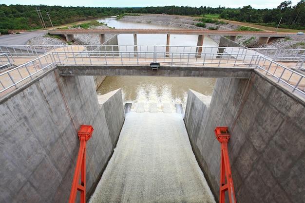 Porte du barrage Photo Premium