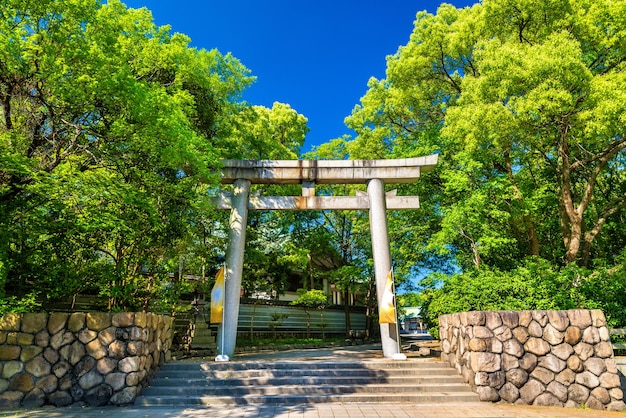 Porte Du Sanctuaire Hokoku à Osaka, Japon Photo Premium