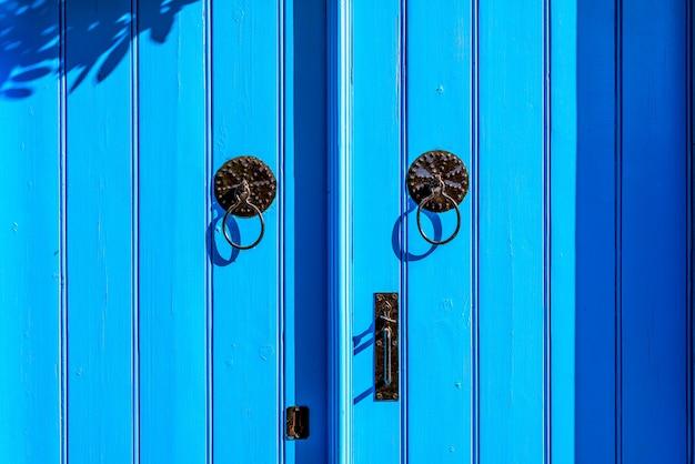 Porte de style méditerranéen résistant aux intempéries Photo gratuit